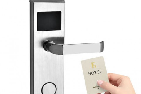 Phân biệt khóa cửa điện tử khách sạn với khóa thông minh căn hộ